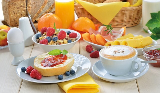 3 Reasons Why You Should Never Skip Breakfast Before Going to School (1 min read)