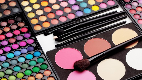 10 Make-Up Hacks Every Woman Should Know (1 min read)